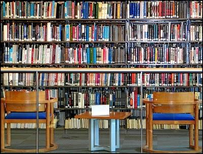 http://1.bp.blogspot.com/_7YkjUlH74s8/TKeNFKMNwgI/AAAAAAAAAPk/sl2-JjiNhuU/s1600/livros_imagens.jpg